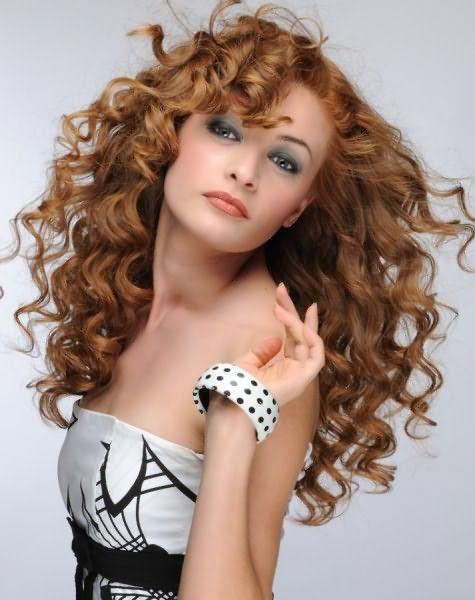 Зачем портить волосы плойками и утюжками, когда есть стайлинги, помогающие сформировать роскошные локоны быстро!