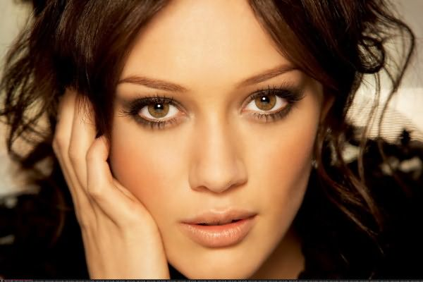 Окрашивая волосы своими руками, помните, что выбранный тон не должен отличаться от натурального более чем на 2-3 тона