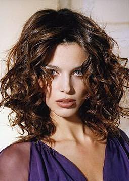 Диффузор станет не только ответом на вопрос, как сделать легкие волны, но и поможет быстро высушить волосы
