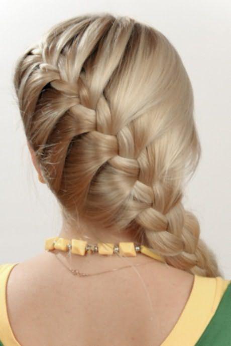 Вот как красиво можно собрать волосы в женственный колосок