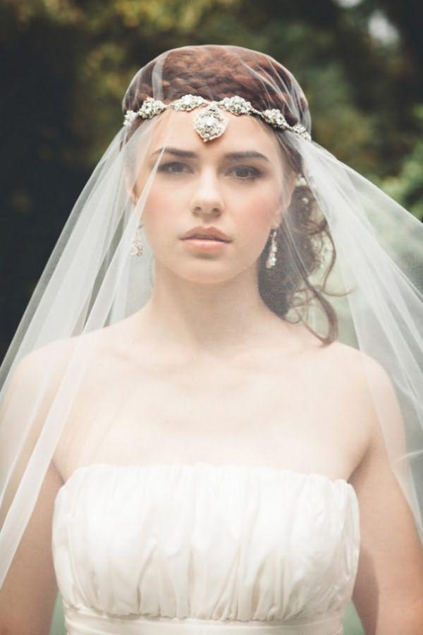pricheski-na-svadbu-na-srednie-volosy-foto_21