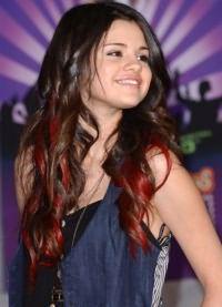 красные пряди на темных волосах 5
