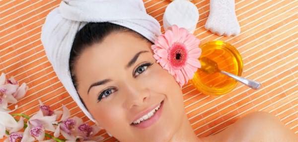 Нанесение яичной маски на кожу головы
