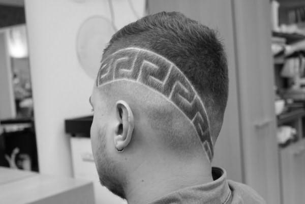 Выбритый на голове узор