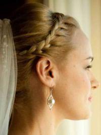 Свадебные прически на средние волосы с фатой8