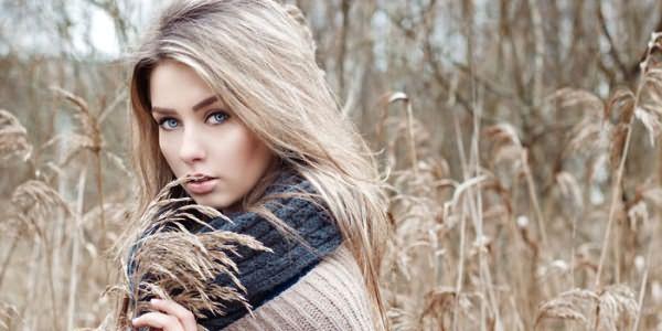 Девушка с тонированными светлыми волосами