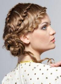 варианты укладки волос средней длины5