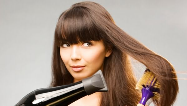 Сушка феном опасна для обезвоженных волос