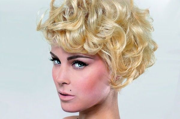 Химическая завивка на концы волос на постсоветском пространстве была в особом почете в 80-е года