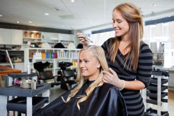 Тонирование волос в салоне ничем не отличается от обычной процедуры окрашивания