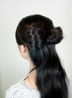 Как сделать бант из длинных волос: шаг 2