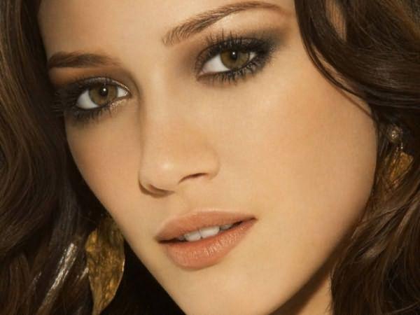 Как подобрать макияж к ореховым глазам