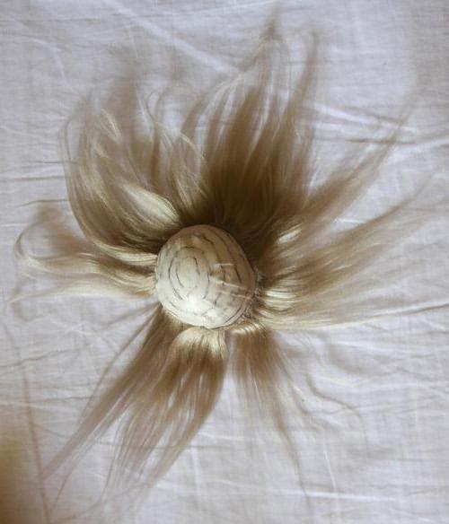 пряди пришиваем к шапочке