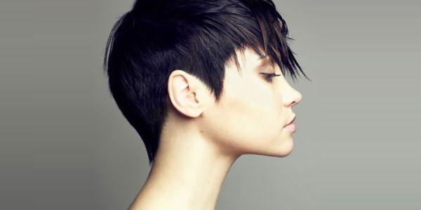 Девушка с короткими волосами