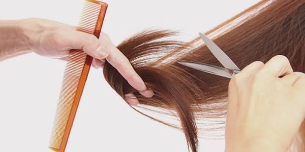 Подравнивание кончиков в парикмахерской