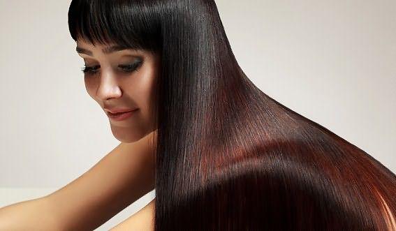 Прямые темные волосы