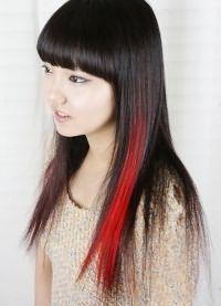 красные пряди на темных волосах 6