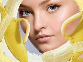 Бананы великолепно увлажняют и лечат пряди