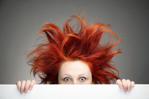 Откажитесь от идеи включить эфирные масла в шампунь для волос, велика вероятность, что цена такой неосторожности будет слишком высока