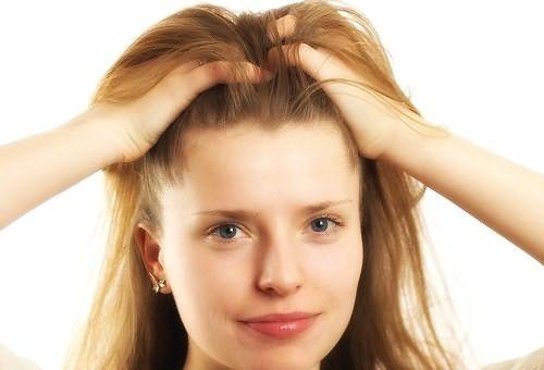 Что означает - если девушка поправляет волосы, запуская все пальцы в свои локоны? Перед вами романтическая и ранимая натура