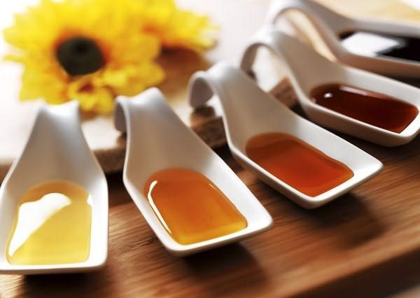 Мед рекомендуется для осветления из белой акации или цветочный