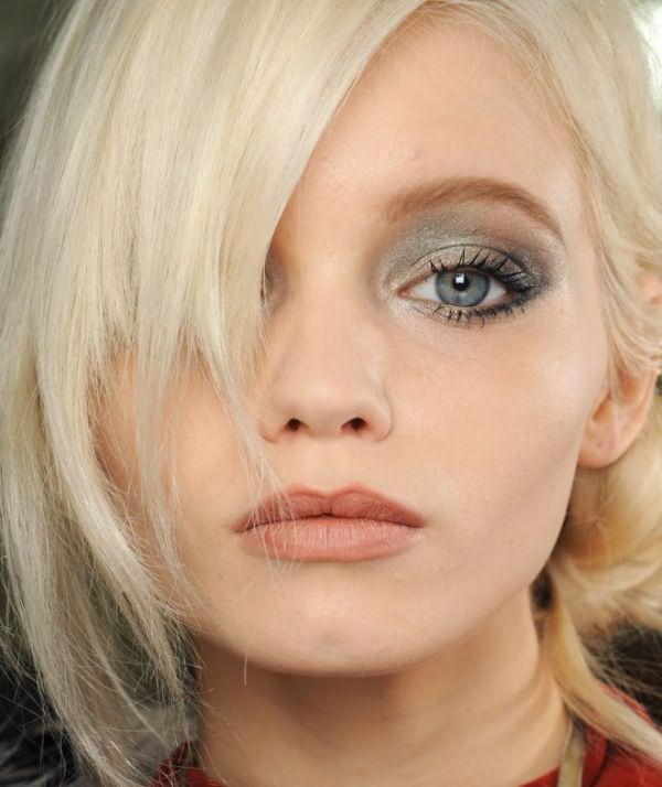 Макияж для блондинок с голубыми глазами 3