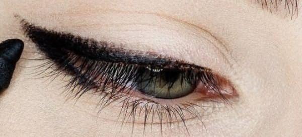 пошаговый макияж для голубых глаз 1