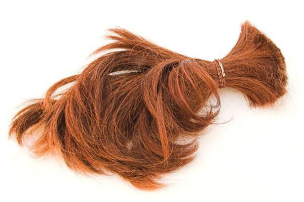 Обрезанный хвост из волос рыжего цвета
