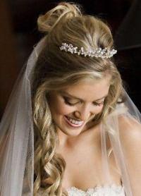 Свадебные прически с диадемой 4