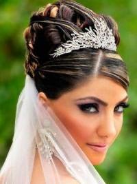 Свадебные прически на средние волосы с фатой19