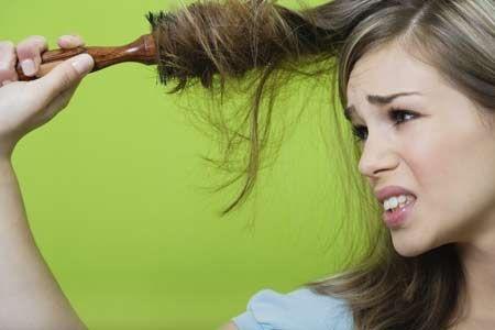 Чтобы волосы не путались после мытья прочесывать только редким гребнем