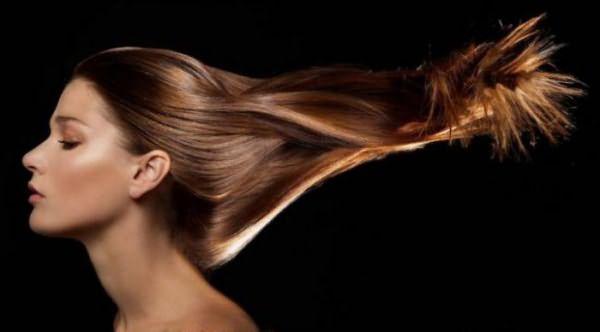 Считаете, что народными средствами нельзя восстановить поврежденные волосы? Постараемся убедить вас в обратном.