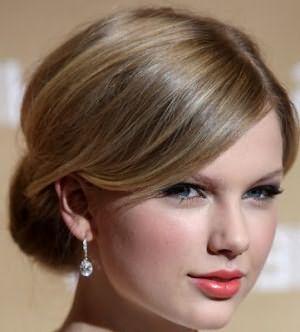 Тейлор Свифт имеет точный пепельно-русый оттенок средней тональности