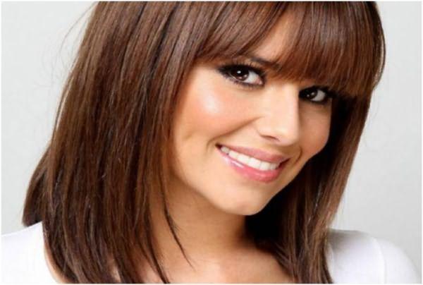 Девушка с шоколадно-каштановым цветом волос