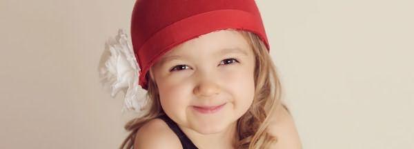 Девочка с очаровательными локонами