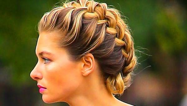 Девушка с косой на средние волосы