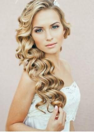 Романтичная прическа невесты с распущенными волосами