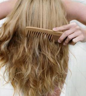 как правильно расчесывать волосы после