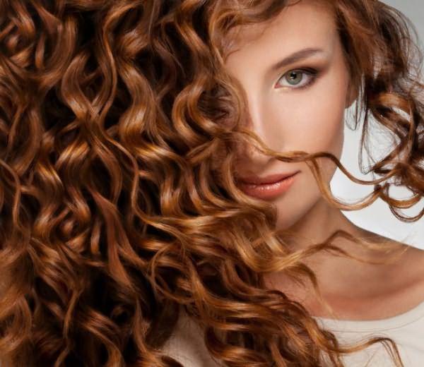 На фото - волосы после химической завивки, требующие особого ухода