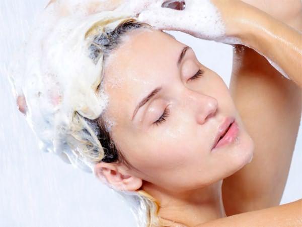 Использовать хозяйственное мыло при мытье головы необходимо грамотно