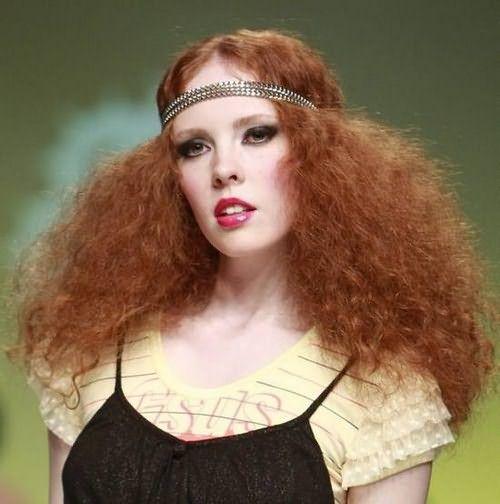 Пышность прически зависит от количества кос и способа расчесывания