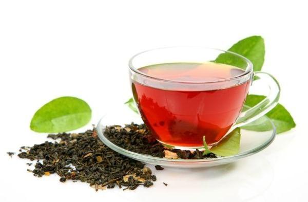 Чёрный чай с сахаром – быстрое и простое средство разглаживания прядей