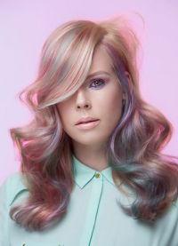 розовые пряди на светлых волосах 4