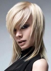 женская стрижка лесенка на средние волосы 7