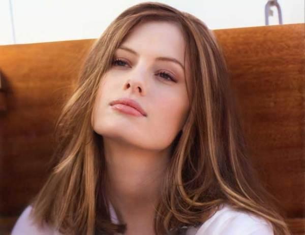 Эта техника окрашивания способна зрительно увеличить объем волос