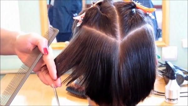 Деление волос двумя проборами для выполнения стрижки