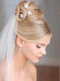 Свадебные прически на средние волосы с фатой6