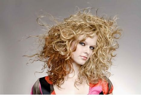 Все композиции для завивки также негативно влияют на состояние кожи головы и волосяных луковиц