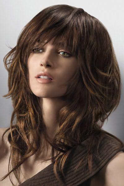 Особенно удачно смотрится каскад на вьющихся волосах.