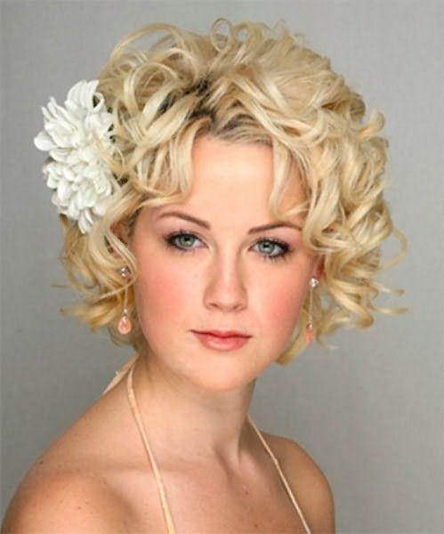 Праздничные прически на средние волосы на круглое лицо: боб или каре